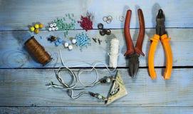 Взгляд сверху комплекта для делать handmade керамические аксессуары Стоковые Изображения