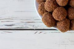 Взгляд сверху коричневых помадок Стоковая Фотография RF