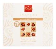 Взгляд сверху коробки Emoti de Chocolat - бельгийского шоколада seashells изолированного на белизне Стоковое Изображение RF