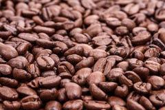 Взгляд сверху кофейных зерен коричневого цвета roaster, предпосылка кофе Стоковое Изображение