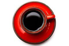 Взгляд сверху красной чашки вкусного растворимого кофе, изолированной на белизне Стоковая Фотография RF
