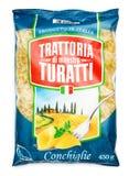 Взгляд сверху макаронных изделий Conchiglie turatti Trattoria di маэстро изолированного на белизне Стоковая Фотография