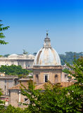 Взгляд сверху на городе. Рим. Italy.Cityscape в солнечном дне стоковые фото