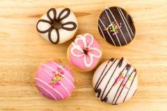 Взгляд сверху домодельных вкусных donuts Стоковые Фотографии RF