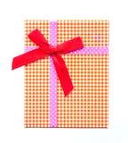 Взгляд сверху подарочной коробки с красной лентой Стоковые Фотографии RF