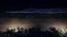 Взгляд сверху пляжа на ноче сток-видео