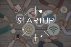 Взгляд сверху 6 работ людей и Startup концепции дела Стоковая Фотография