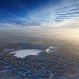 взгляд сверху реки пущи дня морозный Стоковые Изображения
