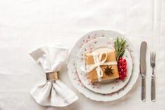 Взгляд сверху сервировки стола рождества Стоковые Фотографии RF