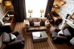 Взгляд сверху современного интерьера живущей комнаты стоковое изображение