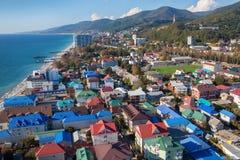 Взгляд сверху Сочи, Lazarevskoye Популярный русский морской курорт Стоковые Изображения RF