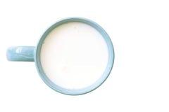Взгляд сверху стеклянного молока голубое и белое в простом стекле Стоковые Фото