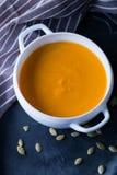 Взгляд сверху супа creme тыквы Стоковые Изображения