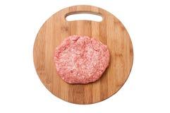 Взгляд сверху сырцового гамбургера на деревянной доске подготовило для жарить в духовке Стоковая Фотография RF