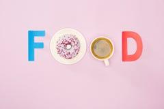Взгляд сверху слова еды сделанное от чашки кофе и donuts Стоковая Фотография