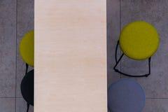 Взгляд сверху таблицы и стульев в кафе Кафе самообслуживания Стоковая Фотография