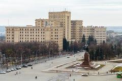 Взгляд сверху университета Харькова национального и monume Ленина стоковая фотография