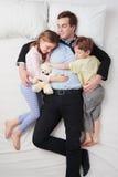 Взгляд сверху утомленного бизнесмена и его 2 детей Стоковое Изображение RF