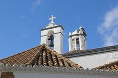 Взгляд сверху церков с птицами аиста в гнезде - Fa Стоковые Фото