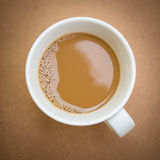 Взгляд сверху чашки кофе на деревянном столе Стоковая Фотография