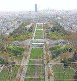 Взгляд сверху Эйфелевой башни стоковые фотографии rf
