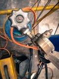 Взгляд сверху для клапана бензобака и инструмента предпосылки s заварки Стоковое Фото