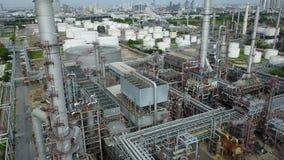 взгляд сверху 4K завода нефтеперерабатывающего предприятия акции видеоматериалы