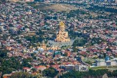 Взгляд сверху Sameba или собор святой троицы Тбилиси, Mai Стоковое фото RF