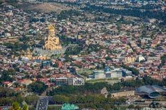 Взгляд сверху Sameba или собор святой троицы Тбилиси, Mai Стоковая Фотография