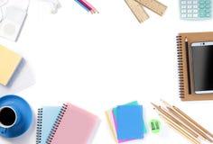 Взгляд сверху smartphone с ac кофе, тетради, карандаша и офиса Стоковые Изображения RF