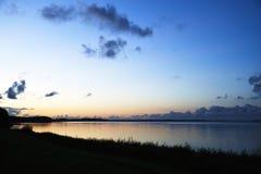 Взгляд сверх Skive фьорд в вечере после захода солнца Стоковые Изображения RF