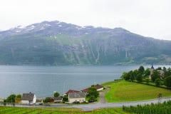 Взгляд скалистого берега фьорда от деревни Loftus Стоковые Изображения RF