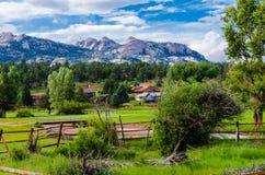 Взгляд скалистых горных пиков Стоковое Фото