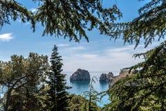 Взгляд скалы в море - Adalary Стоковое фото RF