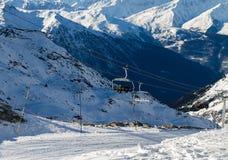 Взгляд снег-покрытых гор Стоковые Изображения RF