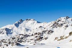 Взгляд снег-покрытых гор Стоковые Фотографии RF