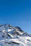 Взгляд снег-покрытых гор Стоковая Фотография RF
