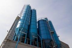 Взгляд снизу хранения силосохранилищ башни навального Стоковая Фотография RF