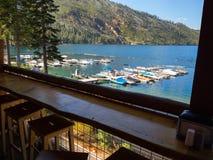 Взгляд снэк-бар, упаденное озеро лист Стоковые Фотографии RF