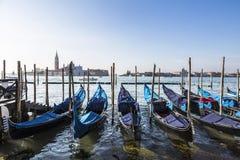 Взгляд собора Сан Giorgio Maggiore, венецианской лагуны и гондол от квадрата Сан Marco, Венеции Стоковое Фото