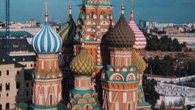 Взгляд собора ` s базилика Святого сценарный верхний города Москвы сток-видео