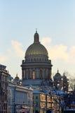 Взгляд собора ` s St Исаак от квадрата дворца Стоковые Изображения