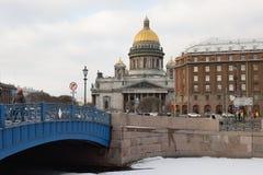 Взгляд собора St Исаак, гостиницы Astoria, голубого bridg Стоковое Фото