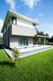 Взгляд современного дома Стоковые Изображения