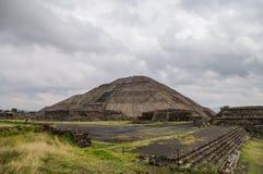 взгляд солнца пирамидки луны Мексики teotihuacan teotihuacan Стоковые Изображения