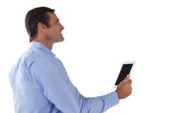 Взгляд со стороны бизнесмена используя цифровую таблетку Стоковое Фото