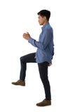 Взгляд со стороны бизнесмена стоя на одной ноге Стоковые Изображения RF