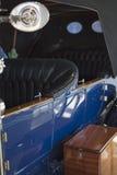 Взгляд со стороны винтажного автомобиля Стоковое Изображение