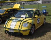 Взгляд со стороны 2002 жука VW упаковщиков Зелёного залива Стоковые Фото