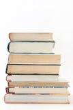 Взгляд со стороны кучи книг стоковое фото rf